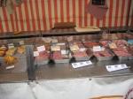 Bei ihm gibt es die wunderbarsten Schweinereien (sagt er selbst über sich!). Zum Beispiel Würste, Quiches und anderes französisches Fastfood. (Und ich kann nicht glauben, dass ich die Oeuf en gelée nicht fotografiert habe!)